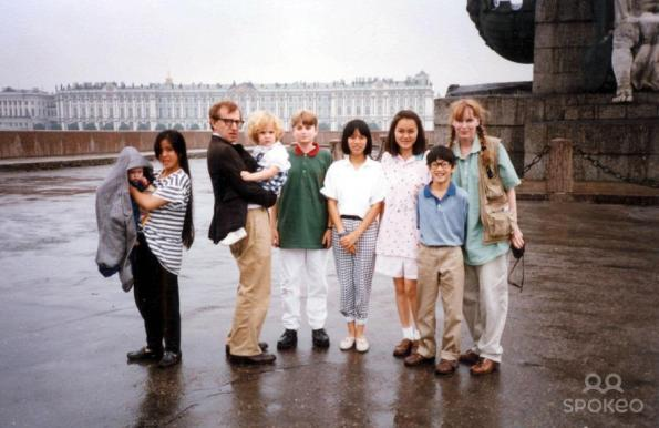 Woody and Mia with Lark Previn, Satchel Farrow, Dylan Farrow, Fletcher Previn, Daisy Previn, Soon-Yi Previn and Moses Farrow in Europe 1988